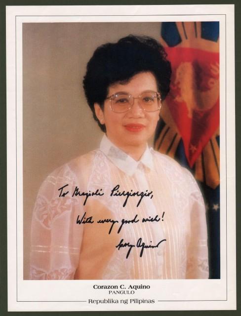 AQUINO MARIA CORAZON (Tarlac 1933 '– Manila 2009). Donna politica, 11'° Presidente delle Filippine, incarico dal 1986 al 1992.