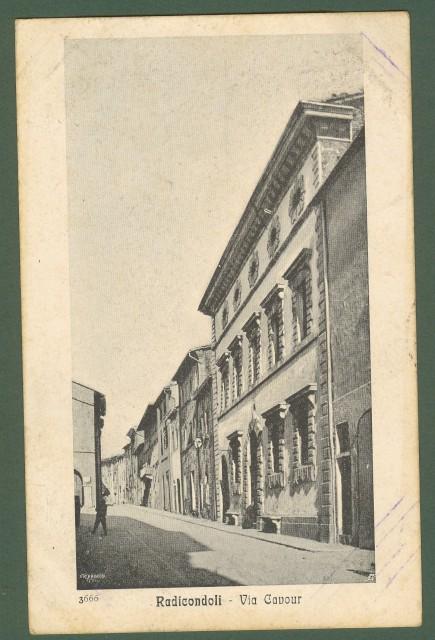 RADICONDOLI, Siena. Via Cavour.