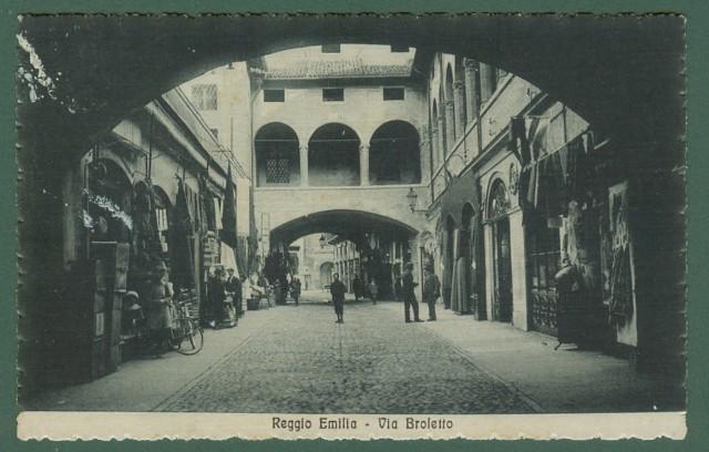 REGGIO EMILIA. Via Broletto. Cartolina d'epoca viaggiata nel 1921.