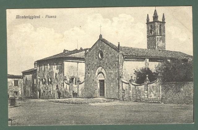 Toscana. MONTERIGGIONI, Siena. Piazza. Cartolina d'epoca viaggiata, circa 1920.