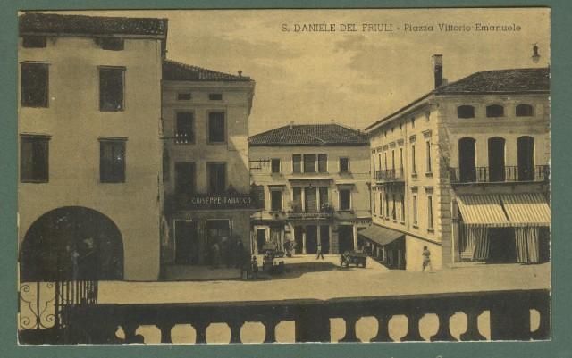 Friuli. S. DANIELE DEL FRIULI, Udine. Piazza V. Emanuele. Cartolina d'epoca viaggiata nel 1937.