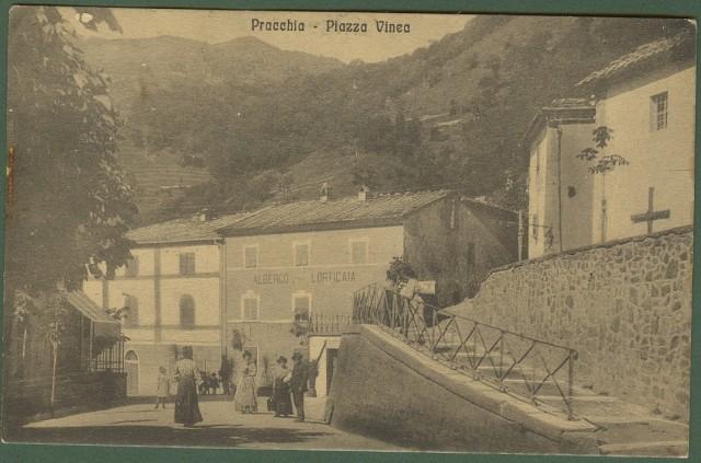 PRACCHIA (Pistoia). Piazza Vinea con persone.