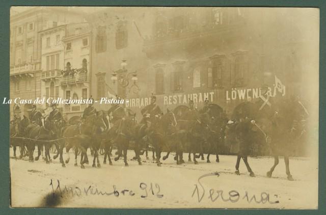 VERONA. Primo piano di colonna di soldati a cavallo. Cartolina fotografica del 11 novembre 1912.