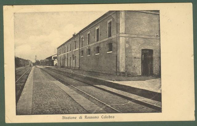(Calabria - Cosenza) Stazione di Rossano Calabro. Cartolina d'epoca raffigurante l'interno della stazione con binari. Viaggiata nel 1912.