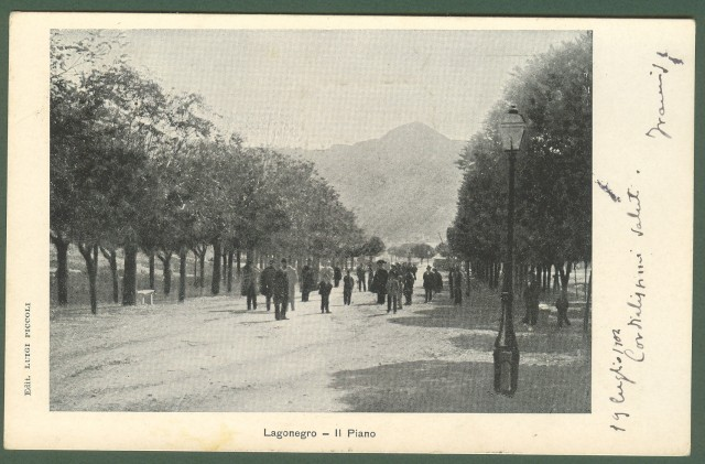 (Basilicata - Potenza) LAGONEGRO. Il Piano. Gruppo di persone lungo un viale. Cartolina d'epoca viaggiata nel 1904.