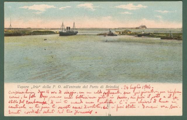 BRINDISI. Il vapore Iris all'entrata del porto di Brindisi.