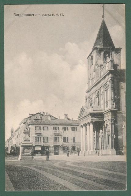 BORGOMANERO, Novara. Piazza Vittorio Emanuele II. Cartolina d'epoca viaggiata nel 1910.
