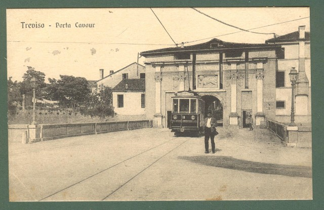 Veneto. TREVISO. Porta Cavour. Cartolina d'epoca non viaggiata, circa 1920.