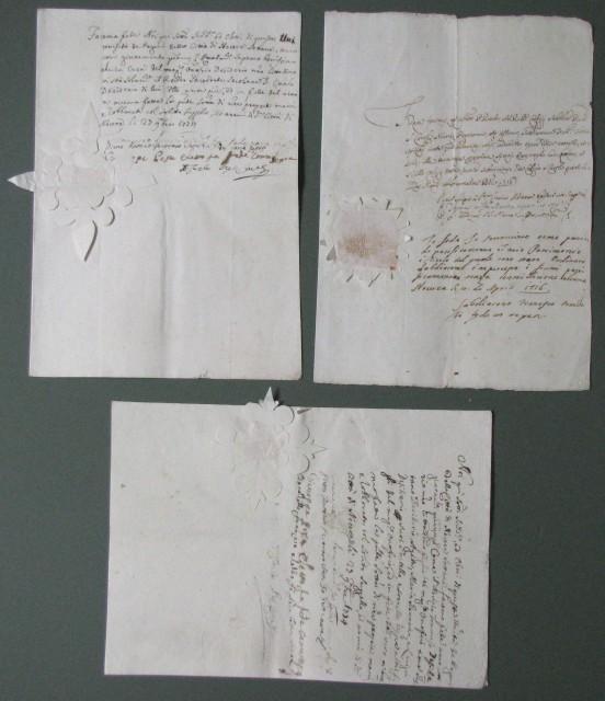 SIGILLI CARTACEI. Tre diversi documenti del 700